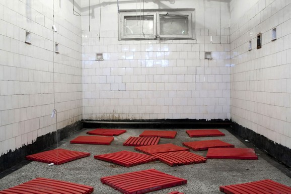 Bathroom, Jelena Vladušić 2008