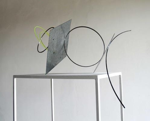 Untitled 2012, Alice Cattaneo, Eisen, Email, Plastikkabel, Nylon, Klebeband