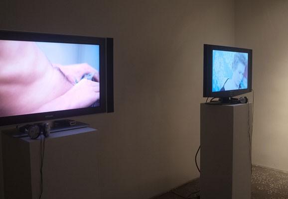"""Giving Hand, Madis Luik, Foto: Madis Luik, Ausstellungsansicht """"Giving Hand"""", Tallinn City Gallery, 2012"""