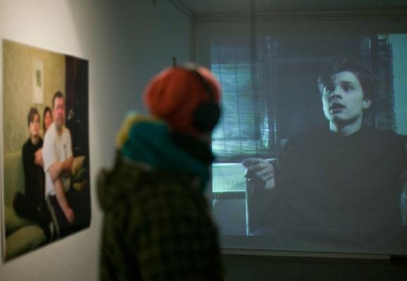 "Stiv, Superstar, Madis Luik, Foto: Madis Luik, Ausstellungsansicht ""Stiv, Superstar"", Hobusepea Galerii, Tallinn 2010"
