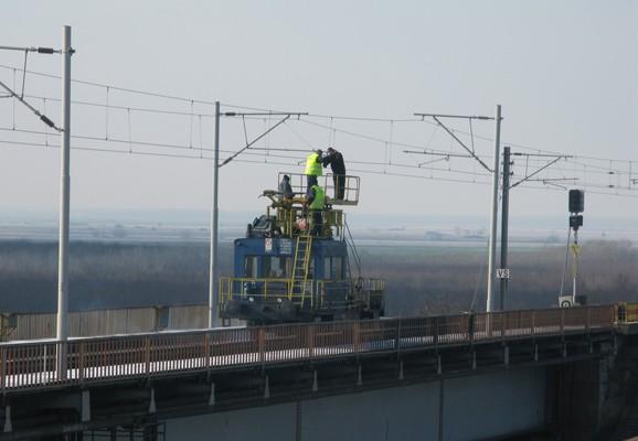 Danube Archive Project, Cernavoda bridge, railway workers , Simona Dumitriu 2010