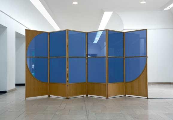 Encounter , Studio Markus Hoffmann, installation, Pdlc-Glas, Geiger-Mueller-Counters, Winzavod ART Center Moscow, 2014