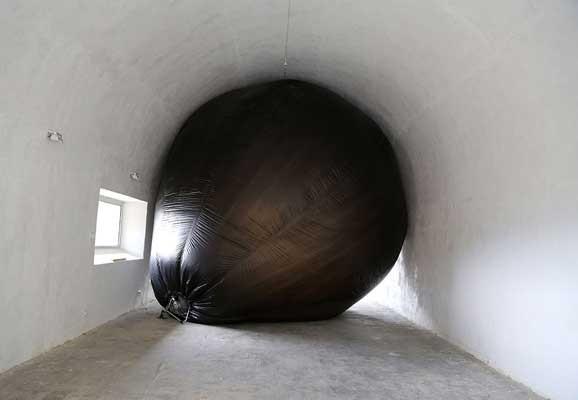 VIA AEREA , Perrine Lacroix, solar balloon, 5m diameter, Dolceacqua 2015